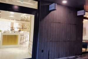 The Nail Bar Korea (더네일바 already in Gyeongnidan 경리단길) has opened up a second location in Hannam, Seoul. That Girl Cartier went to scope it out...nail'd it!