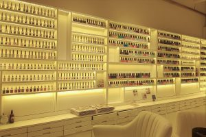 The Nail Bar Korea (더네일바 already in Gyeongnidan 경리단길) has opened up a second location in Hannam, Seoul. That Girl Cartier went to scope it out...nail'd it! Where to get gel nails done in Seoul, South Korea (Itaewon & Hannam)